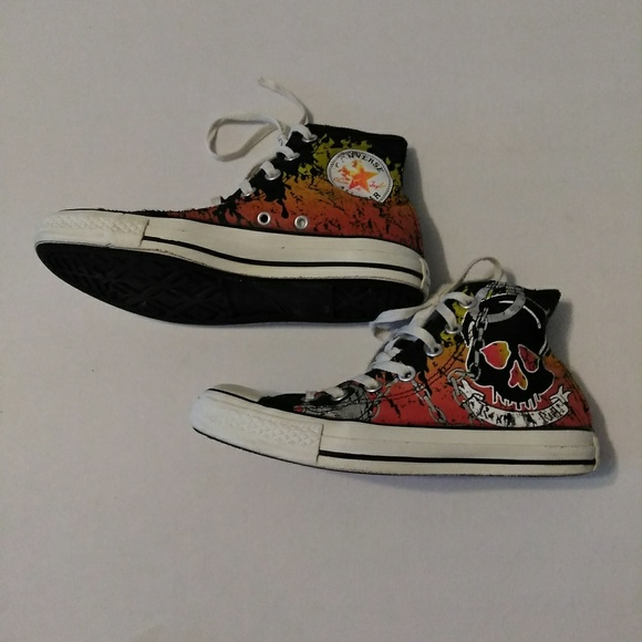 Converse Shoes - 🔥NEW LOWER PRICE🔥Converse shoes skull   flames 8256d595e6